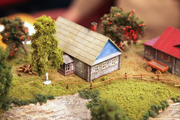 Избы на деревенском модуле макета от Пересвета